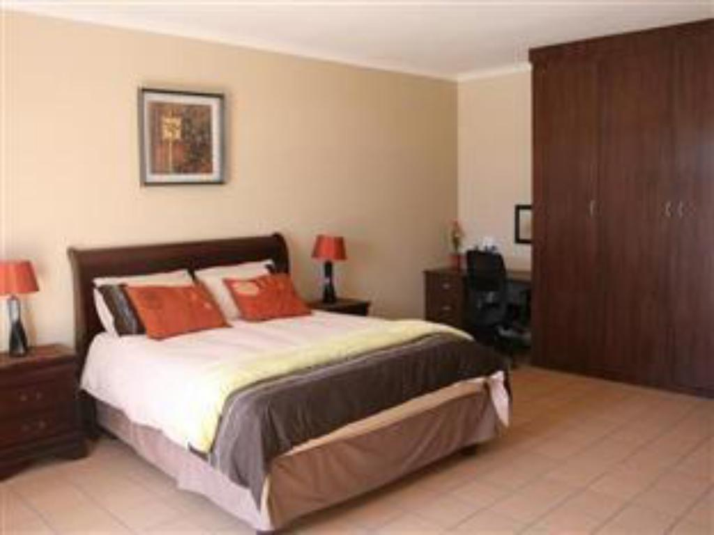 Queen Plus - Suite room Abafazi Guest House