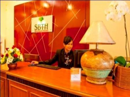 Resepsionis SBTH Boutique Hotel