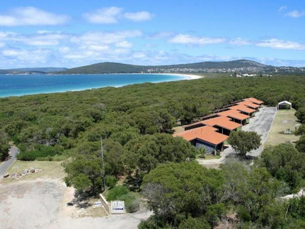 More about Emu Beach Chalets