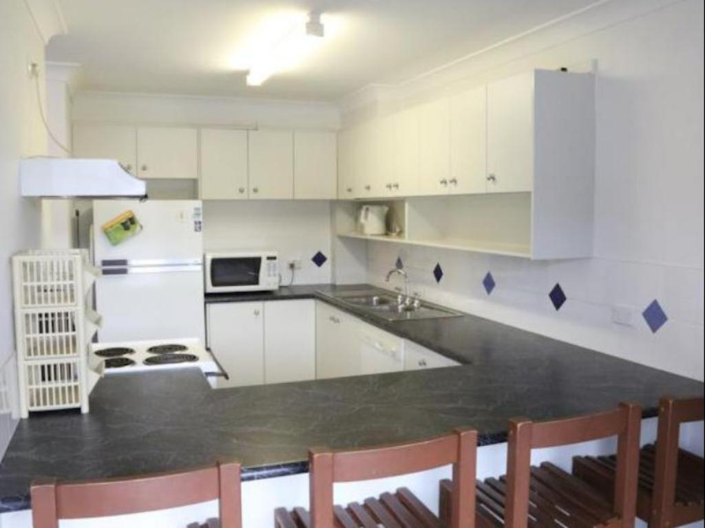 3 Bedroom Apartment - Kitchen Banksia 1 Private Holiday Apartment