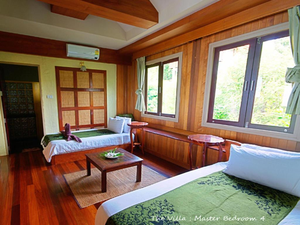 3-Bedroom Villa Asia Blue The Villa Hacienda