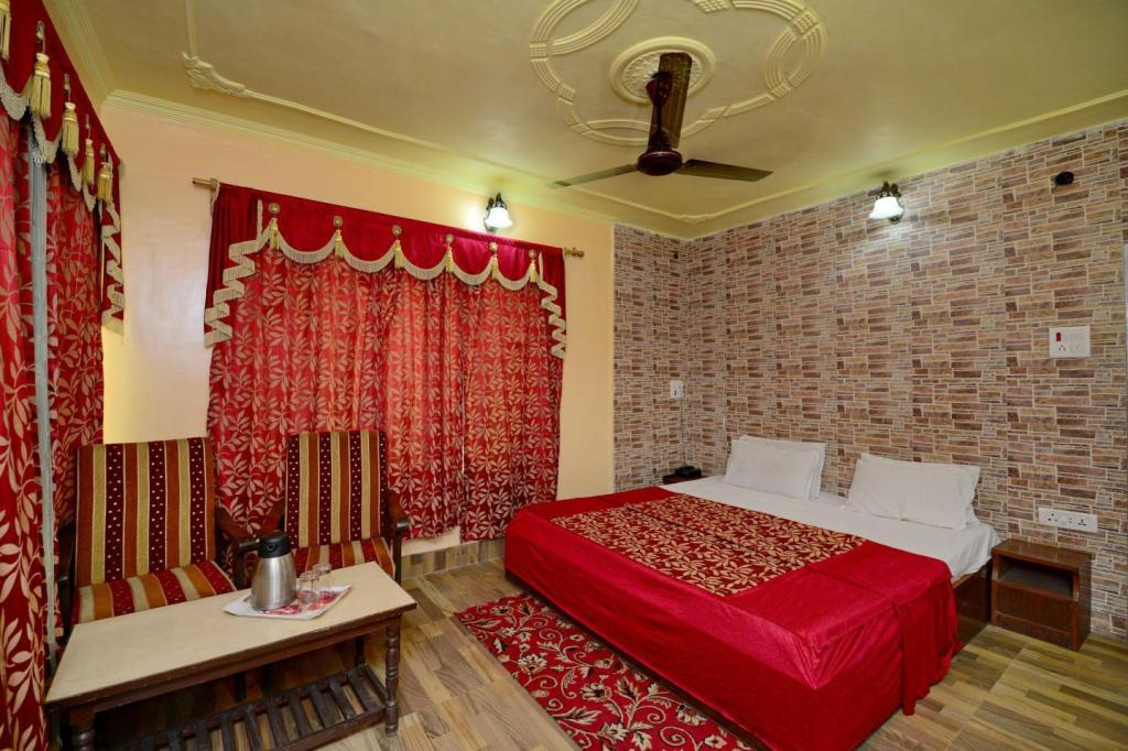 Deluxe Room Hotel Star of Kashmir