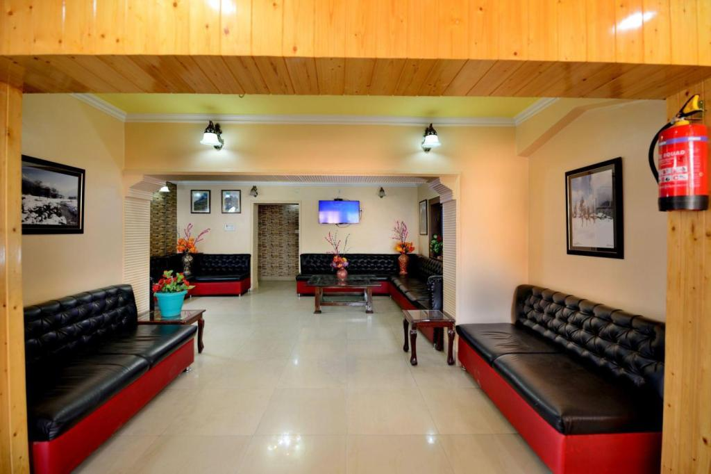 Lobby Hotel Star of Kashmir