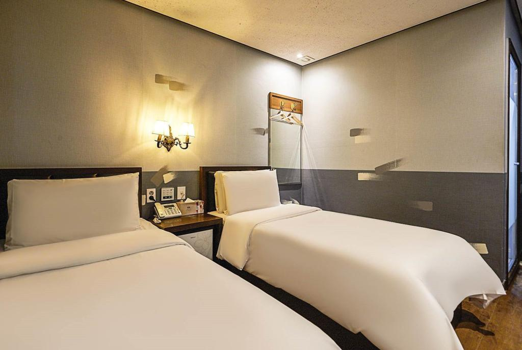 Basic Twin - Bed Friendly DH Naissance Hotel by Mindrum group