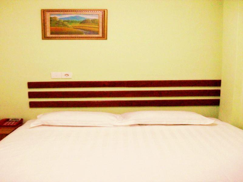 Kamar Standard dengan 1 Ranjang Queen Tanpa Jendela (Standard Room One Queen Bed No Window)