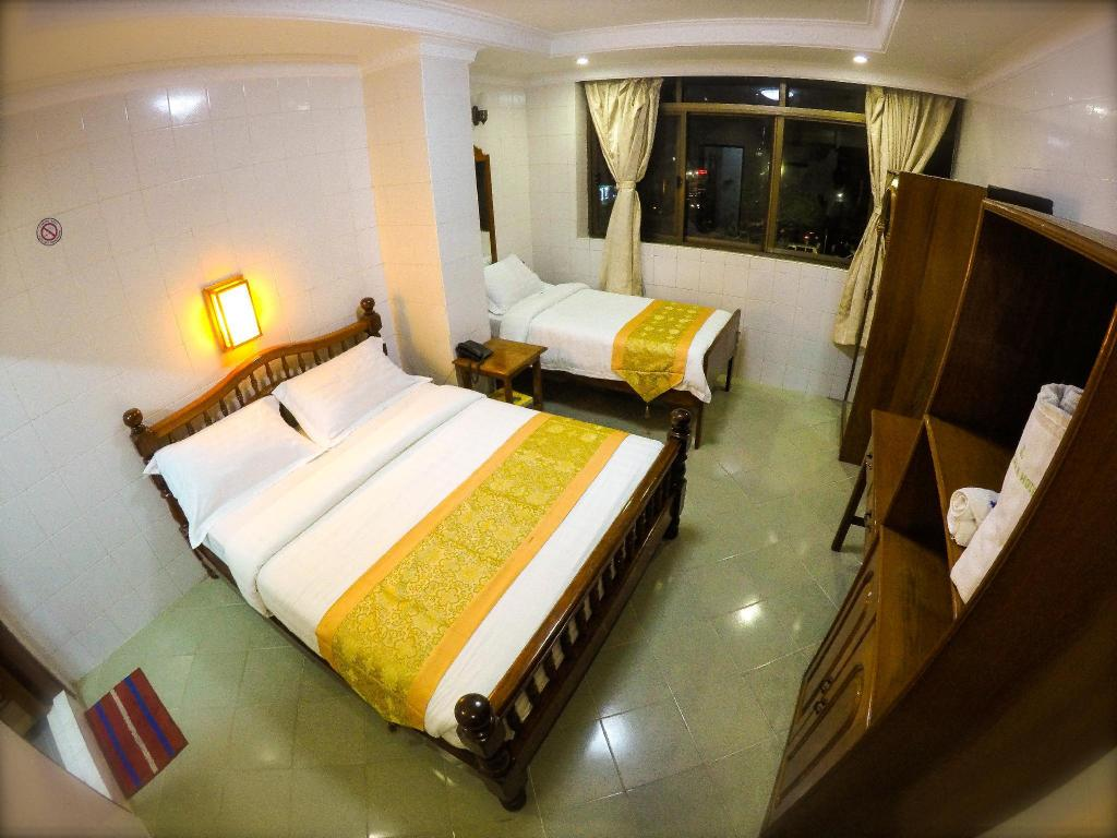 Triple Room or Family Room with Sule Pagoda View - Bed May Shan Hotel
