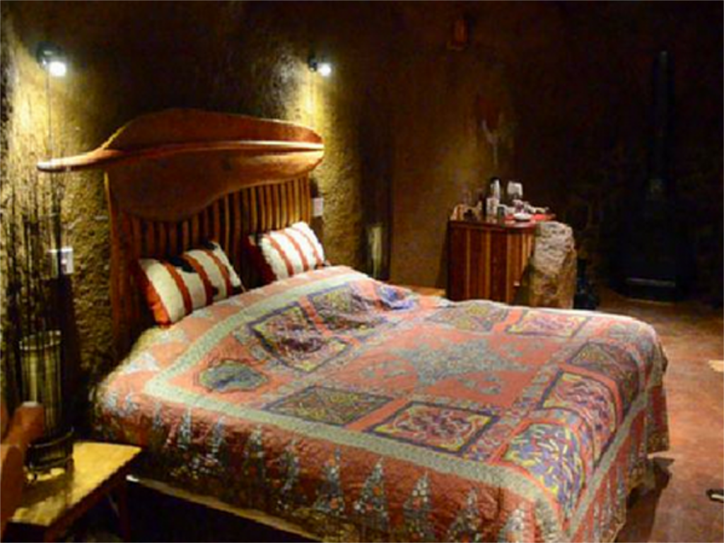 Luxury Cave - Bed Antbear Guest Lodge