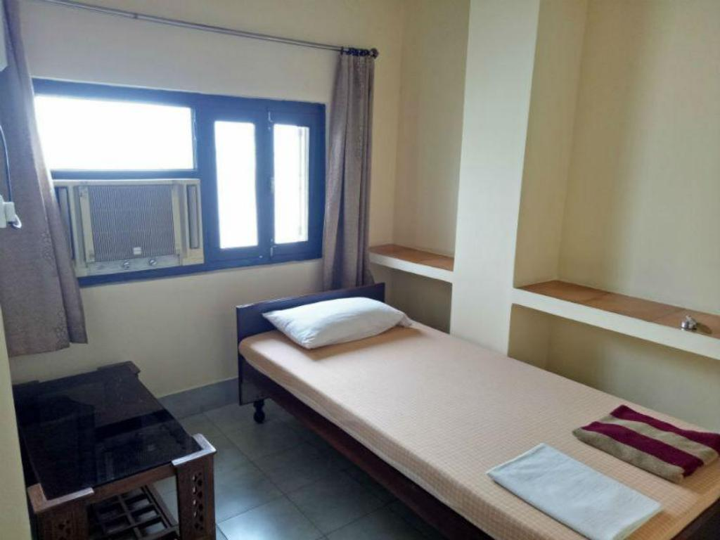 Room With Shared Bathroom - Guestroom Scindhia Guest House