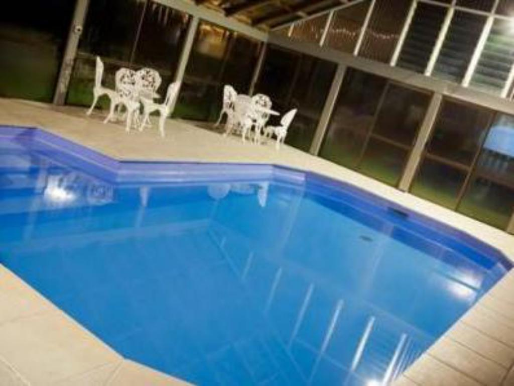 Best price on the villas in palmerston north reviews for Palmerston north swimming pool