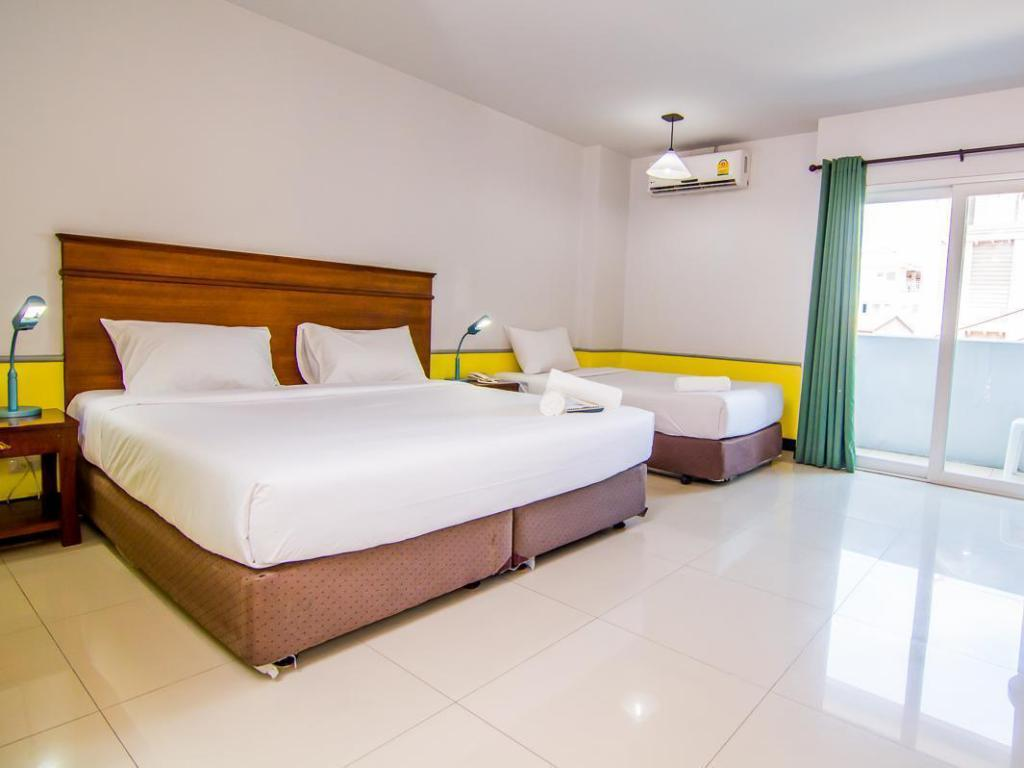 Standard Triple Room with Balcony - Bed Sutus Court 1