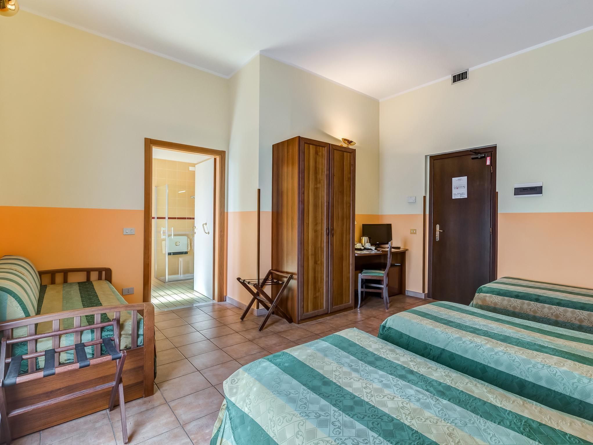 Letto A Castello Cia International.Domus Carmelitana Guest House Guesthouse Bed And Breakfast Rome