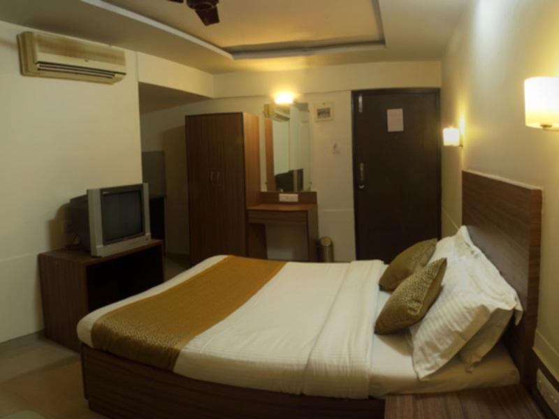 Deluxe Room With Breakfast & Airport Transfers