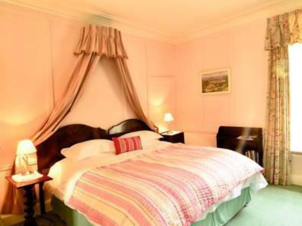 Deluxe Double or Twin Room with Partial Garden View