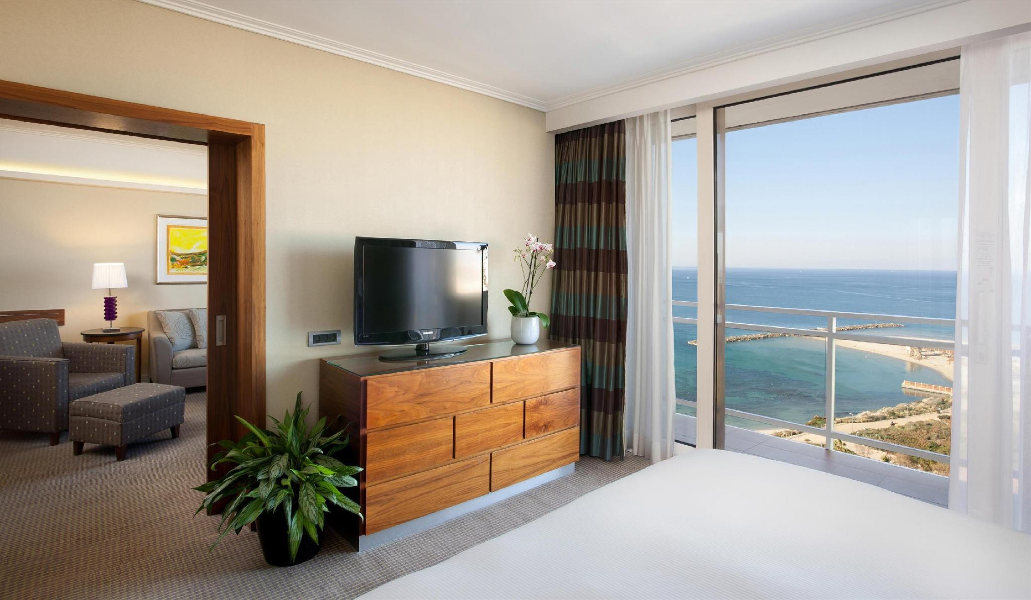 Plaza Executive Sea View Suite
