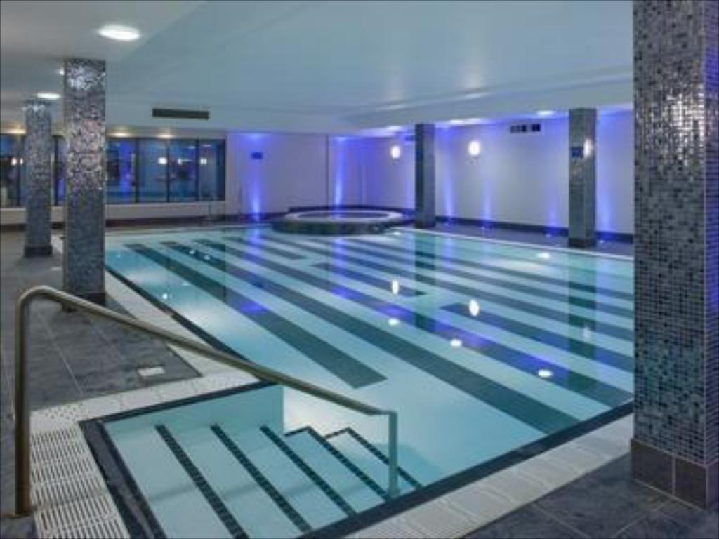 Holiday inn birmingham airport in united kingdom room - Hotels with swimming pools in birmingham ...