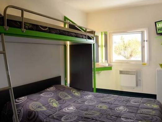 Triple Room with Shared Bathroom (One Double Bed and One Bunk Bed)