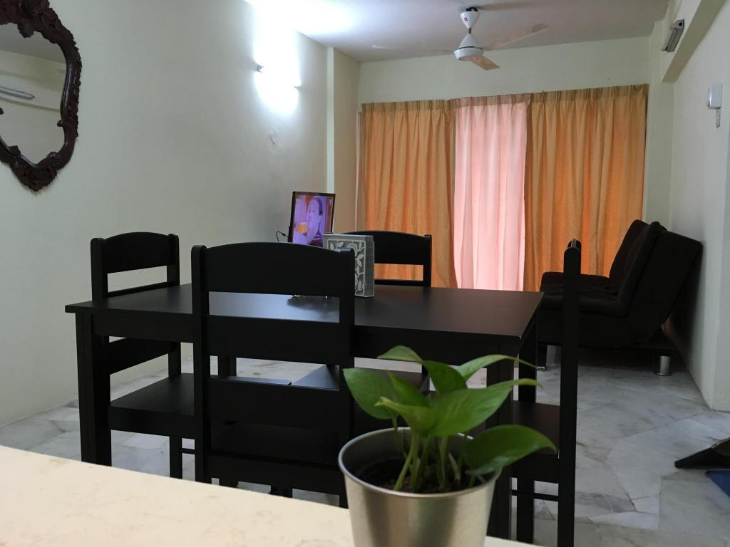 Guestroom Homestay near UM, LRT &Mid Valley - Vista Angkasa