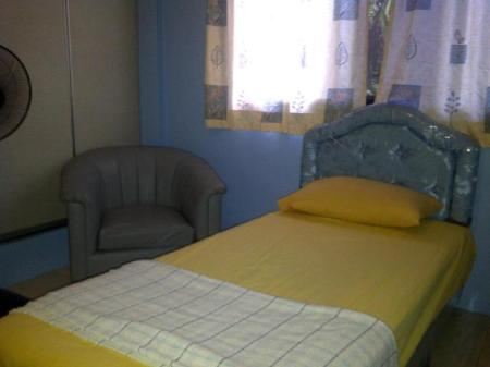 Single room with fan Airport Guest House