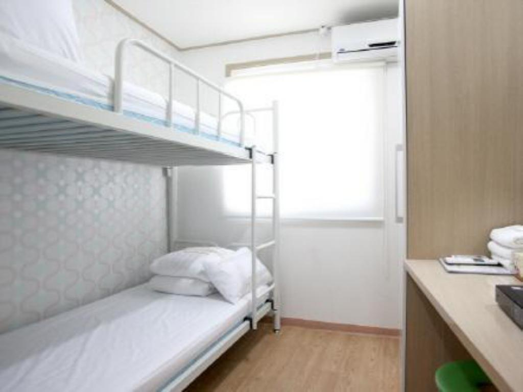 Twin Room with Shared Bathroom K Pop Guesthouse Seoul Station
