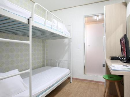 Twin Room with Private  Bathroom K Pop Guesthouse Seoul Station