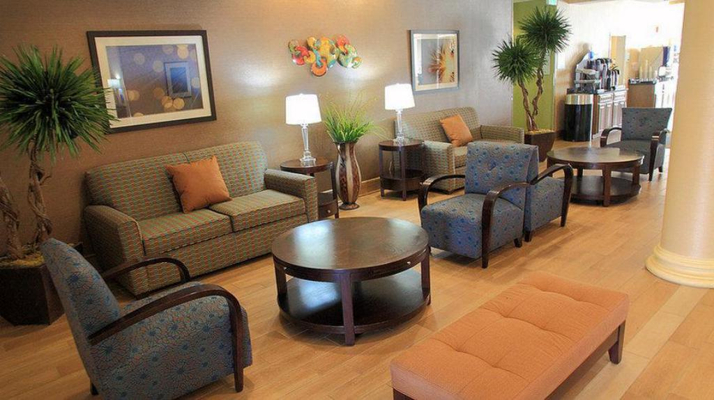 Vstupní hala Holiday Inn Express and Suites Bossier City Louisiana Downs