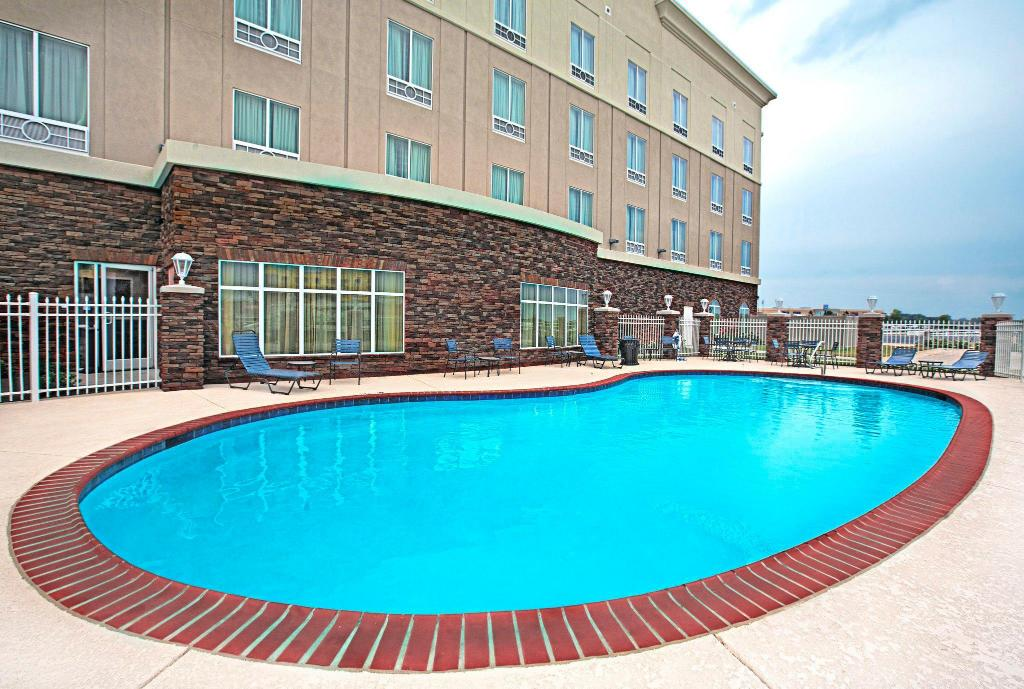 venkovní bazén Holiday Inn Express and Suites Bossier City Louisiana Downs