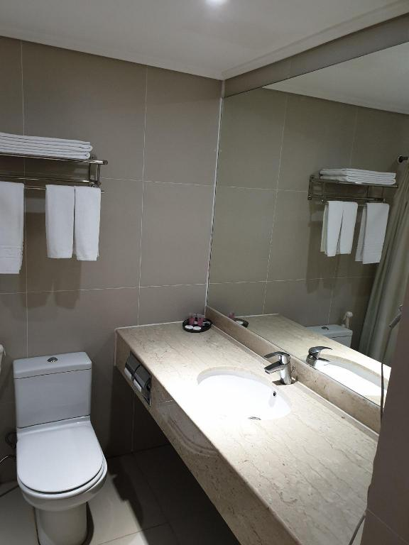 Bathroom Kingwood Hotel Kuching