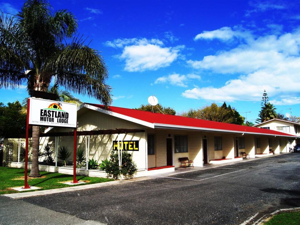 More about Eastland Motor Lodge