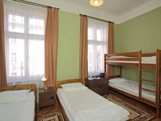 Seng i 3-sengs sovesal (Bed in 3-Bed Dormitory Room)
