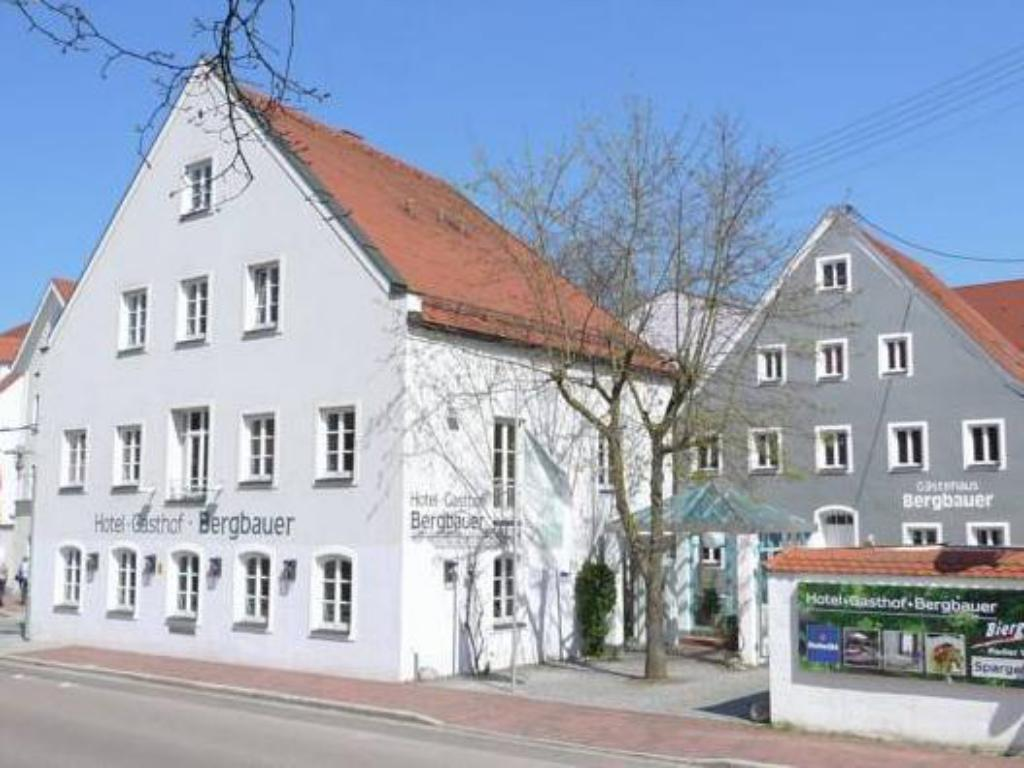 Hotel Bergbauer In Neuburg An Der Donau Room Deals Photos Reviews