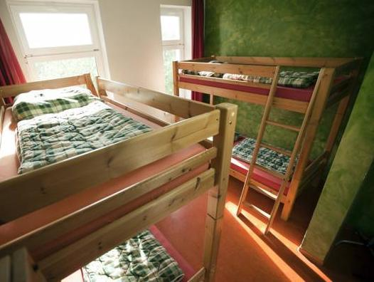 Seng i et 4-sengs sovesal (Bed in 4-Bed Dormitory Room)