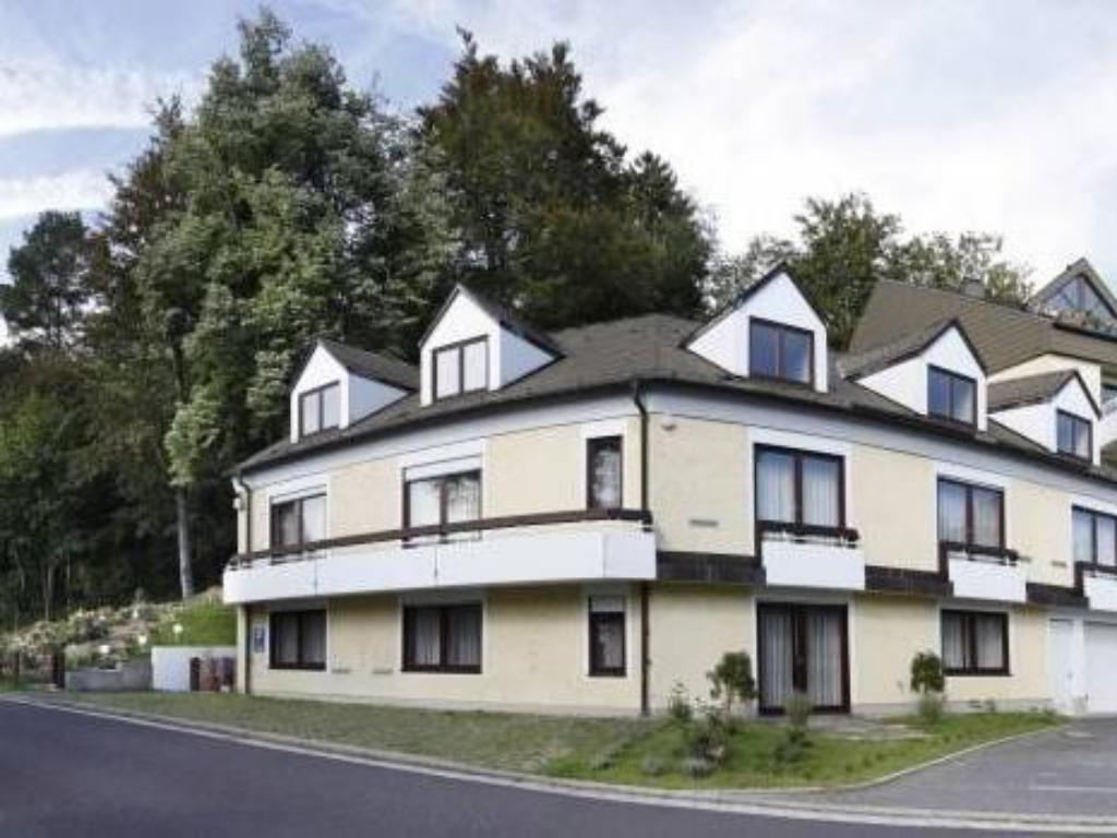 More about Waldhotel Maum