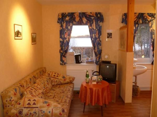 Camera Matrimoniale Mohnzimmer con Bagno Esterno Privato (Double Room with Private External Bathroom 'Mohnzimmer')