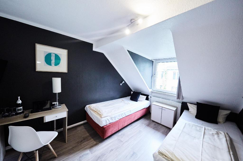 Hotel Alt Deutz City Messe Arena In Cologne Room Deals Photos