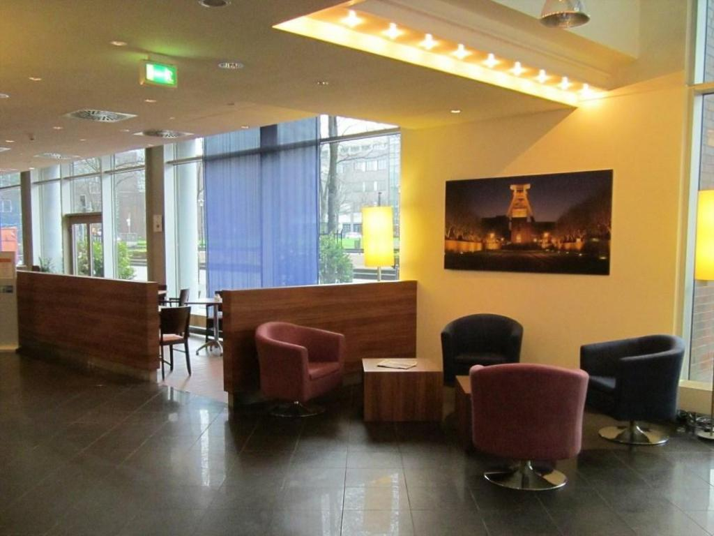 Лоби Holiday Inn Express Essen - City Centre