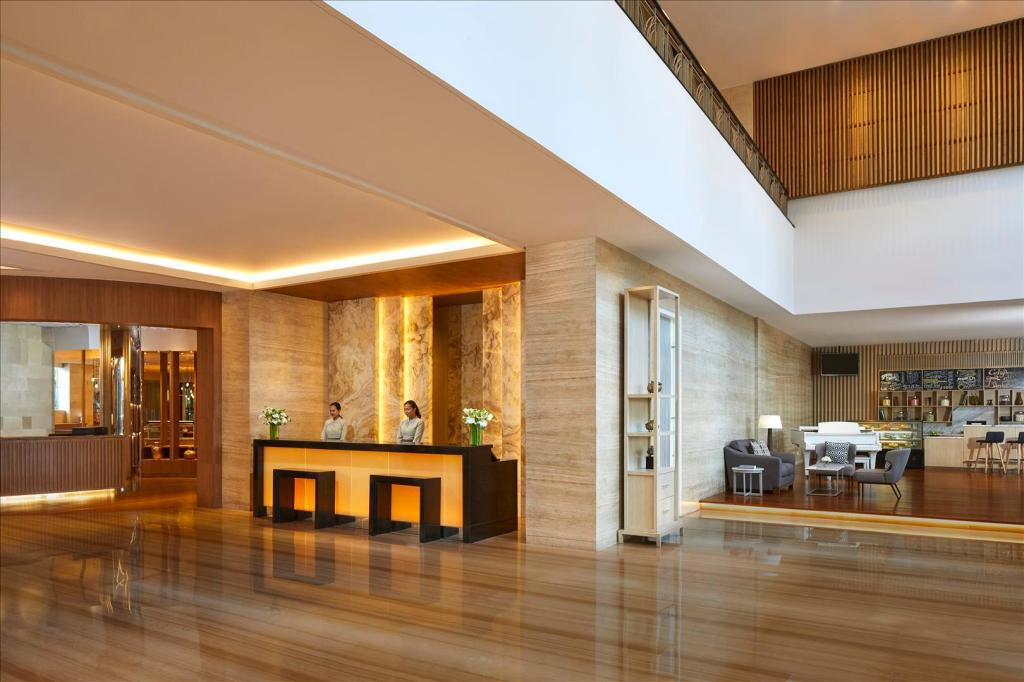Lobby Courtyard by Marriott Bandung Dago