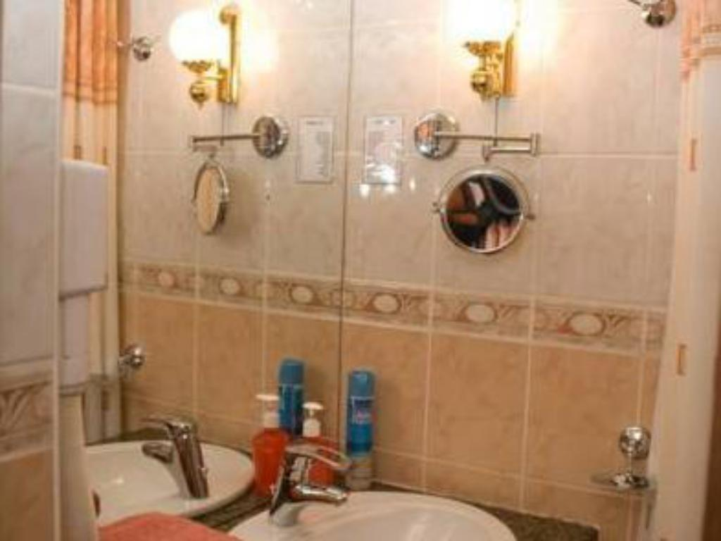 Bathroom Guest House Shokolad