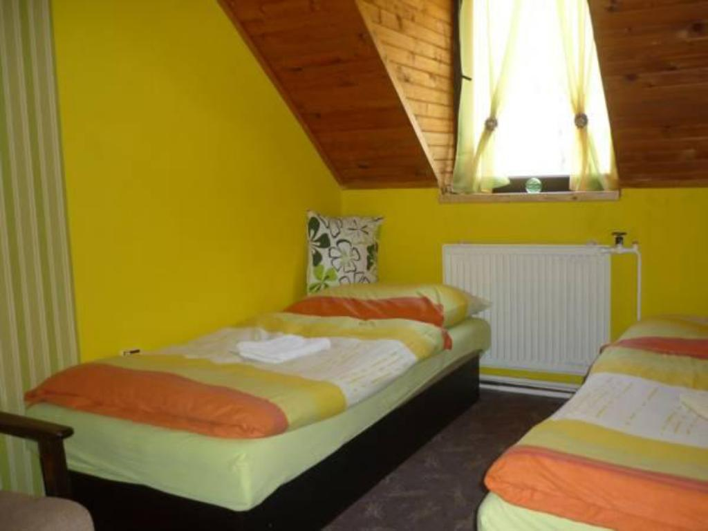 Double Or Twin Room with Shower - Bed Hotel Kralova