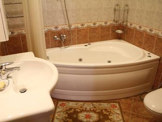Doppia con Letti Separati e con Bagno in Comune (Twin with Shared Bathroom)