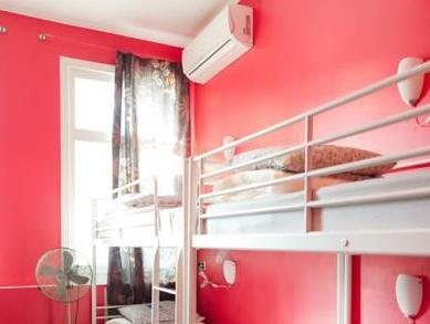 Seng i 8-sengs sovesal for kvinder (1 Person in 8-Bed Dormitory - Female Only)