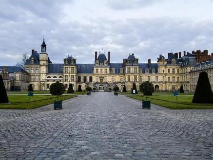 Special Offer - Standard Double Room with 2 Tickets Château de Fontainebleau