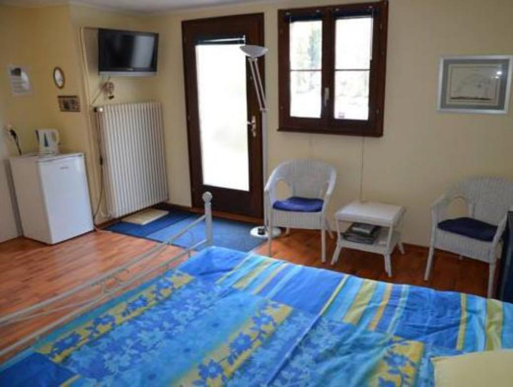 Double Room with Private External Toilet  BnB chez Fanfan