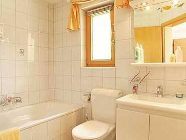 Doppelzimmer mit Bad (Double Room with bath)