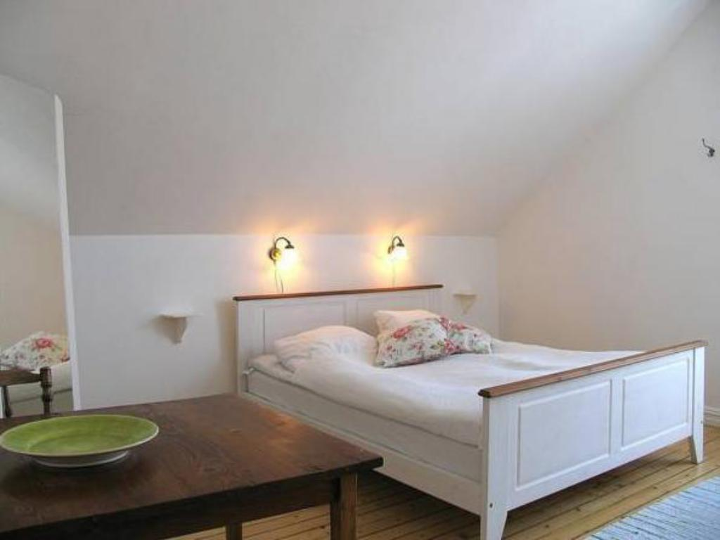 Double or Twin Room with Shared Bathroom Malens Strandpensionat B&B