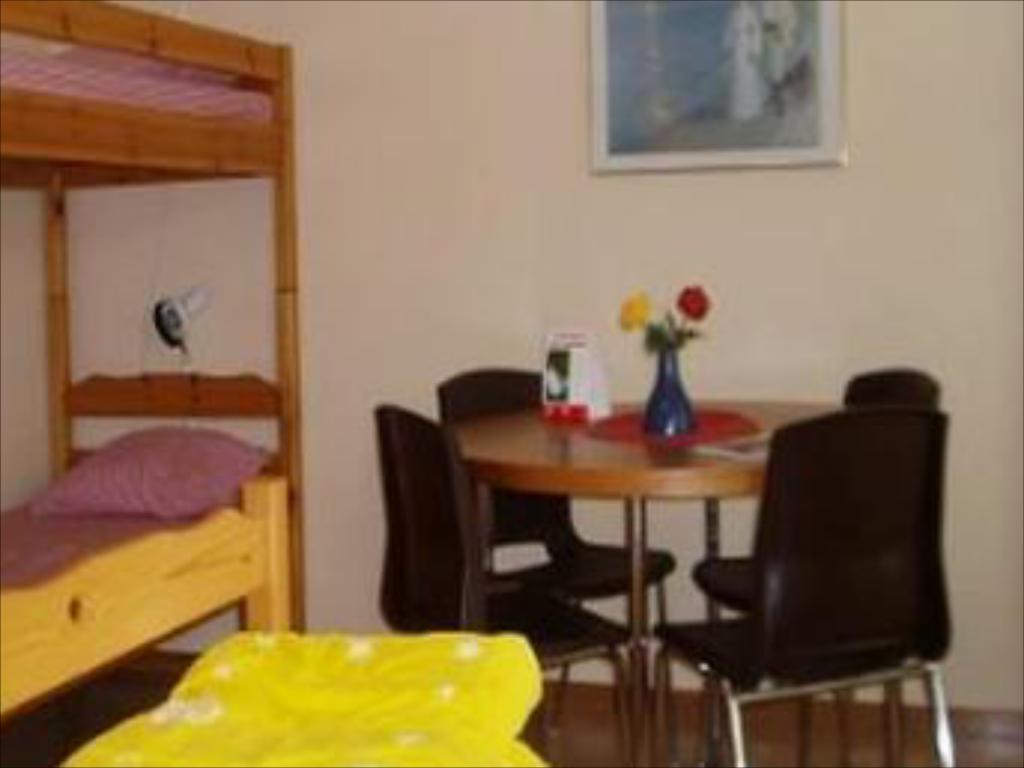 Family Room with Shared Bathroom (2 Adults + 1 Child) - Guestroom STF Hostel Falköping