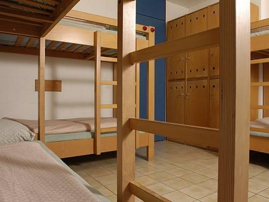 Einzelbett in Schlafsaal (Single Bed in Dormitory Room)