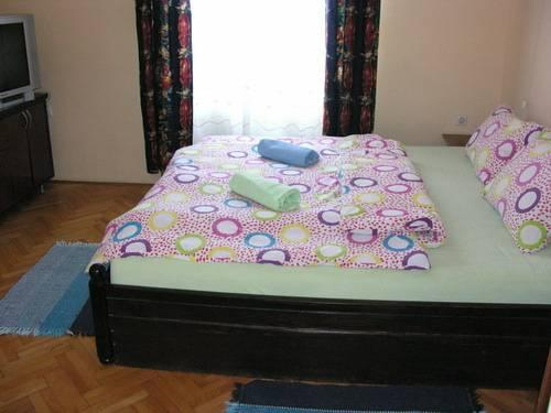 Cameră dublă cu baie comună (Double Room with Shared Bathroom)