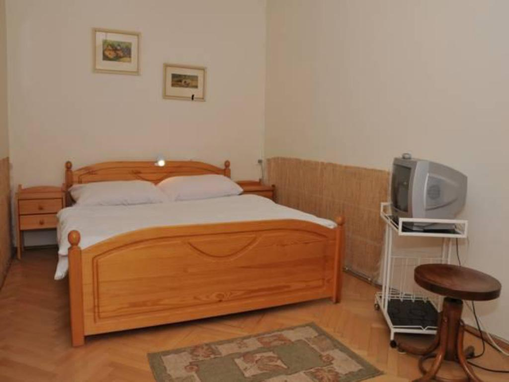 Double or Twin Room with Shared Bathroom Privat Dana