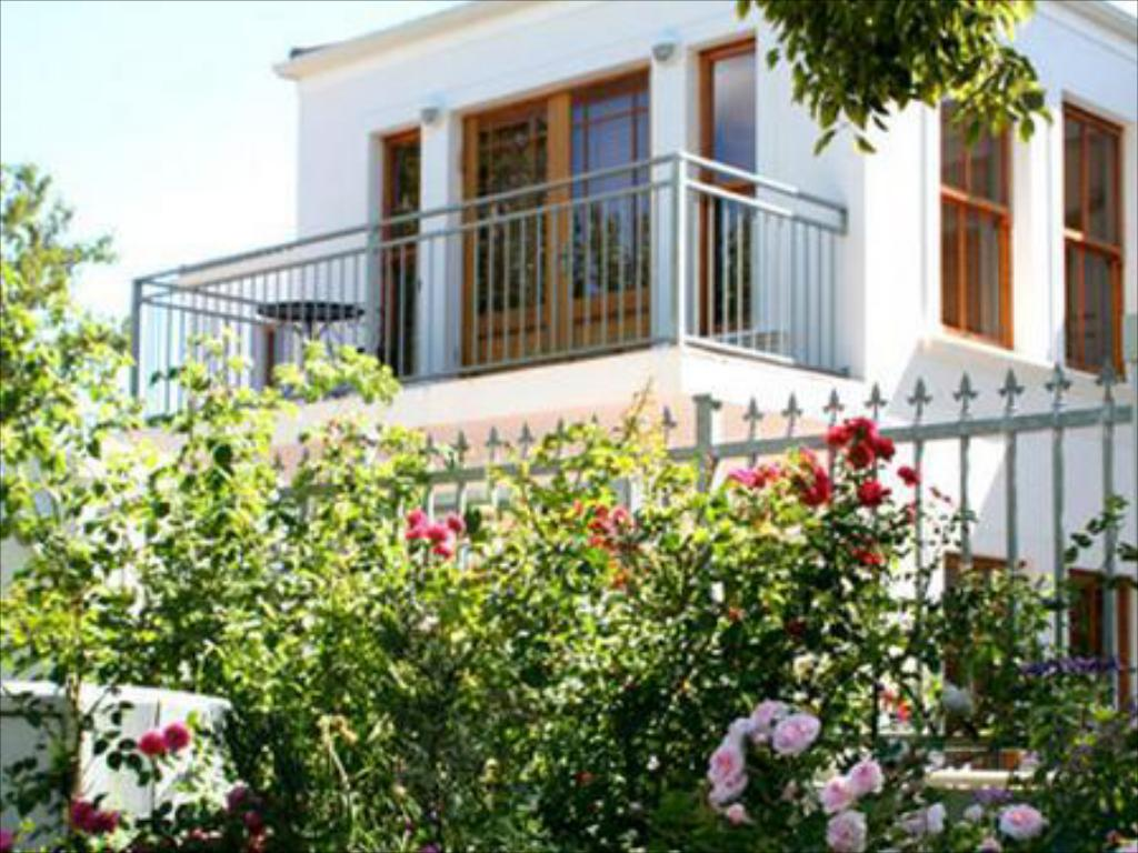 Casa con 3 Camere (Three-Bedroom House)