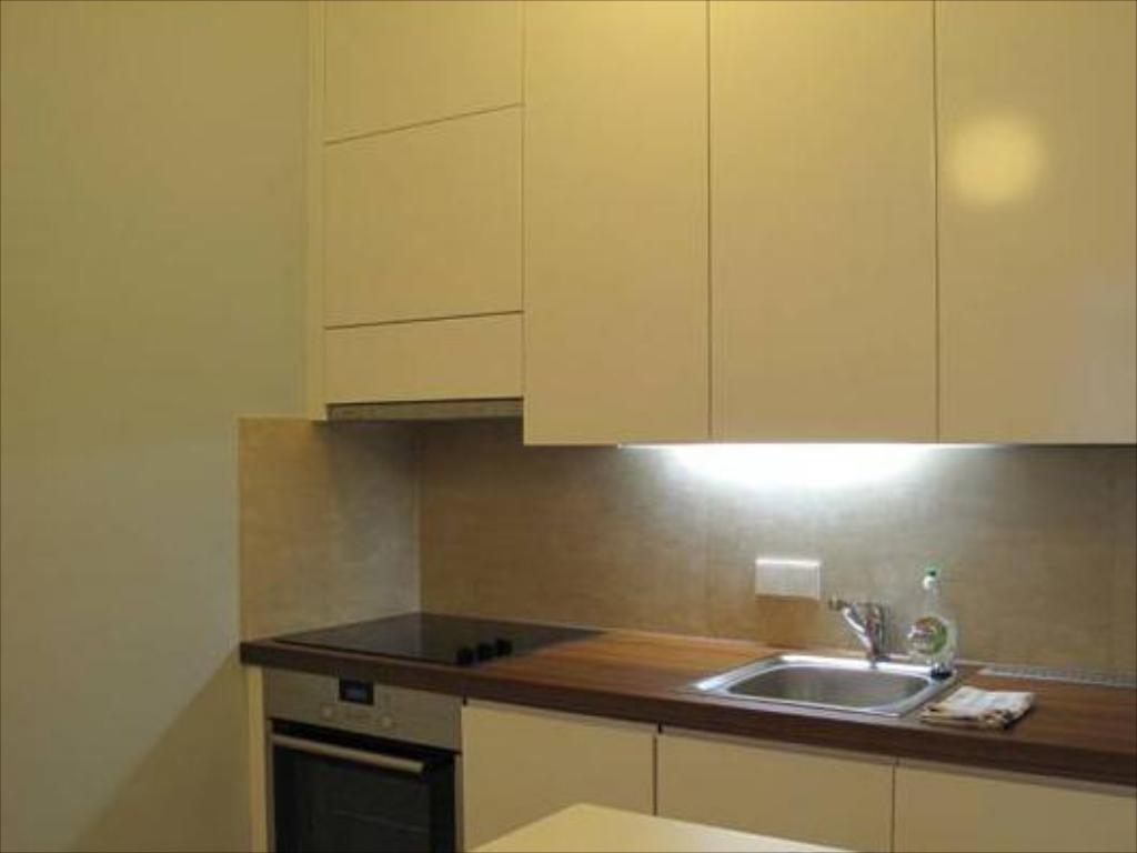 Studio (2 Adults) - Kitchen